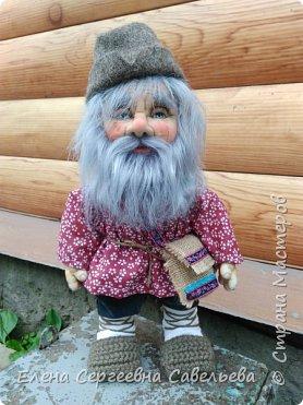 Старец был замечен у моих ворот))) Приоделся тёпленько, видать к осени. фото 2