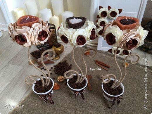 Эти подсвечники я сделала пару лет назад. Свечки ароматизированы и пахнут шоколадом, а кофе в горшочке дополняет своим ароматом. Запааах!!  фото 6
