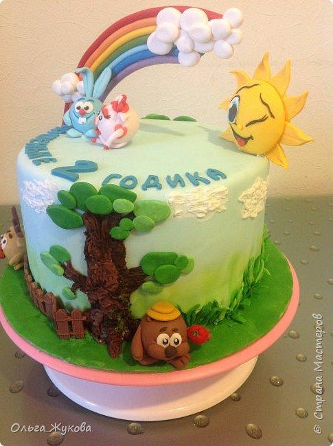 """Всем привет! Хочу показать детский тортик """"Смешарики""""! Цветов тут нет, но мне очень интересно было делать эту работу) я получила огромное удовольствие! Ведь этот тортик для моей младшей доченьки! фото 2"""