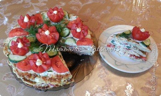 """Лето - овощная пора, поэтому хочу показать вам свои кабачковые тортики. Я думаю, все с ними знакомы, они легкие и вкусные. Рецептов таких ну очень много, а украшает их каждый по-своему. Я решила показать, как их украшала - посмотрите, если интересно. Я люблю, чтобы было """"быстро и просто"""", так и украшаю.  Этот тортик - на день рождения мужа - я украсила """"букетом"""". Нарядно получилось.  фото 6"""