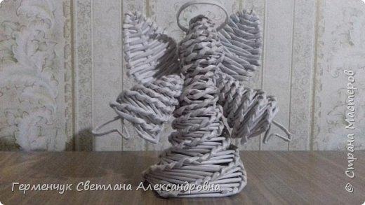Ангел  Рождества Высота 12-13 см .Плетение спиральное .Плела без пирамидальной формы . Конечно до    Рождества еще далеко ,поэтому это   проба- дебют фото 9