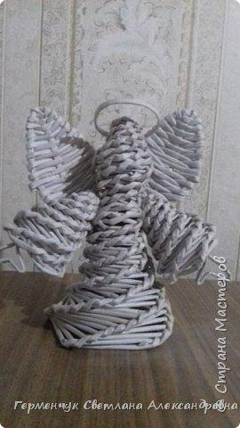 Ангел  Рождества Высота 12-13 см .Плетение спиральное .Плела без пирамидальной формы . Конечно до    Рождества еще далеко ,поэтому это   проба- дебют фото 10