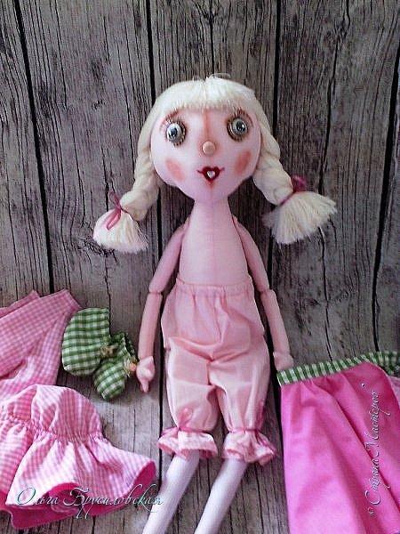 """Привет всем в СМ!!! Кукломания - болезнь! Болезнь творческая!!! И я счастлива, что болею этой болезнью!!! Моя новая куколка Розочка! Я и шила ее как куклу-цветок для конкурса в Инстаграм """"Куколка-цветочек"""", ну и имя у нее, конечно, Розочка! Именно Розочка, а не просто Роза. фото 3"""