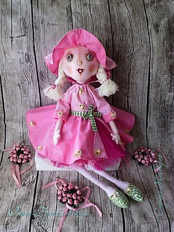 """Привет всем в СМ!!! Кукломания - болезнь! Болезнь творческая!!! И я счастлива, что болею этой болезнью!!! Моя новая куколка Розочка! Я и шила ее как куклу-цветок для конкурса в Инстаграм """"Куколка-цветочек"""", ну и имя у нее, конечно, Розочка! Именно Розочка, а не просто Роза. фото 7"""