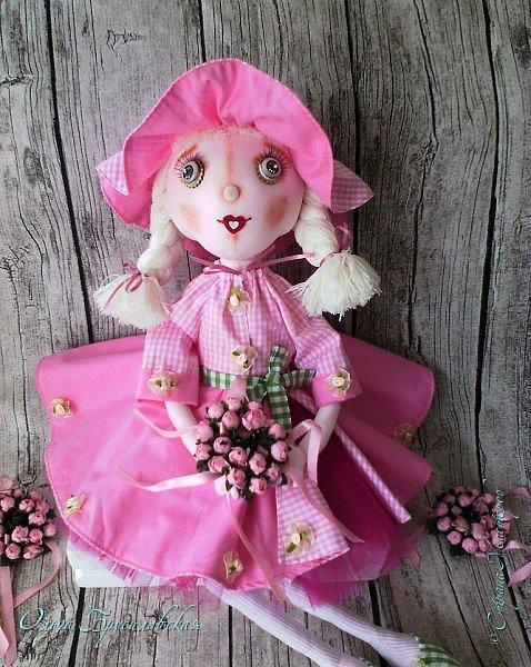 """Привет всем в СМ!!! Кукломания - болезнь! Болезнь творческая!!! И я счастлива, что болею этой болезнью!!! Моя новая куколка Розочка! Я и шила ее как куклу-цветок для конкурса в Инстаграм """"Куколка-цветочек"""", ну и имя у нее, конечно, Розочка! Именно Розочка, а не просто Роза. фото 2"""