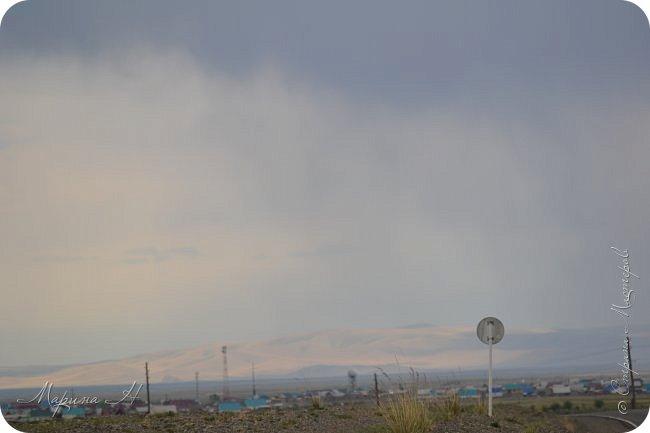 28го июля мы решили проехать до самой дальней точки нашего маршрута по Чуйскому тракту. Доехать планировалось до Кош-Агача. Это примерно 50 км не доезжая до границы с Монголией. Погода и природа радовали нас и восхищали. Предлагаю полюбоваться пейзажами фото 30