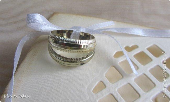 Всем привет. Продолжаю свадебную тему. Я  уже говорила, что у нас была Золотая свадьба. И я делала золотую открытку на торжественную часть в ДК. А на банкетную я не хотела идти, но подруга меня уговорила. И спешно в полчаса сделала вот эту малютку формат А6. фото 2