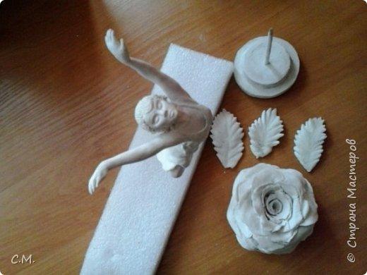 Здравствуйте.Вот и еще одна из моих работ в технике папье-маше (бумажная лепка).Хотелось сделать что-то необычное.И родилась вот такая идея-классика с особым смыслом.Этот образ олицетворяет  легкость, пробуждение,возродение, расцвет и свежесть. фото 9