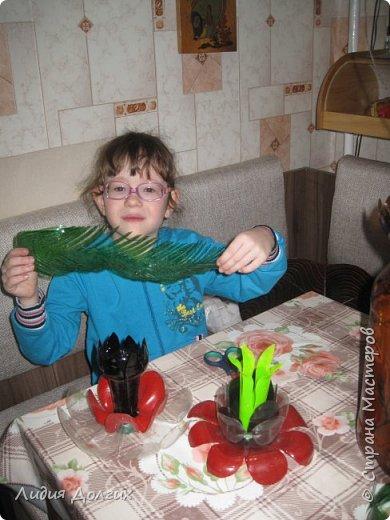 """Вот такую вазу с цветами Анюта почти самостоятельно сделала для конкурса """" Мусору-вторую жизнь"""" фото 9"""