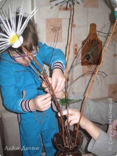 """Вот такую вазу с цветами Анюта почти самостоятельно сделала для конкурса """" Мусору-вторую жизнь"""" фото 10"""