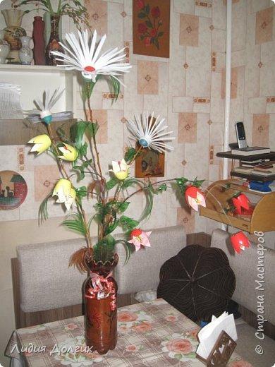 """Вот такую вазу с цветами Анюта почти самостоятельно сделала для конкурса """" Мусору-вторую жизнь"""" фото 11"""