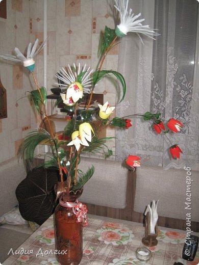 """Вот такую вазу с цветами Анюта почти самостоятельно сделала для конкурса """" Мусору-вторую жизнь"""" фото 1"""