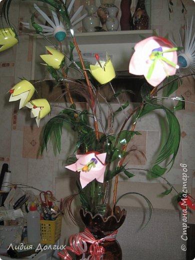 """Вот такую вазу с цветами Анюта почти самостоятельно сделала для конкурса """" Мусору-вторую жизнь"""" фото 13"""