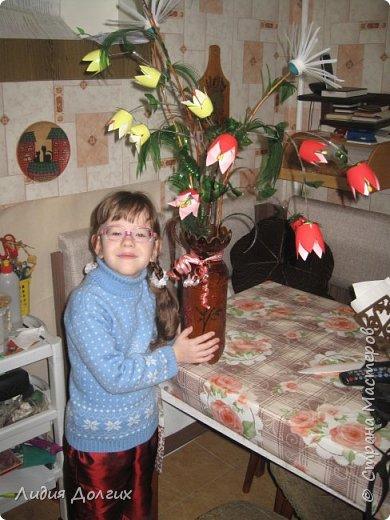 """Вот такую вазу с цветами Анюта почти самостоятельно сделала для конкурса """" Мусору-вторую жизнь"""" фото 15"""