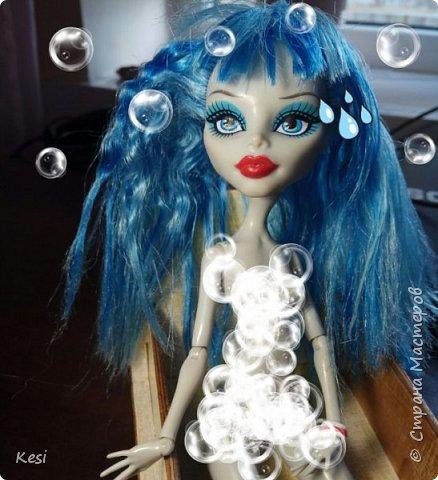 """Привет)  Недавно, перебирая своих старых кукол наткнулась на свою самую любимую и самую первую куколку Гуляшку из серии Ночная жизнь.  Заиграная, пыльная она """"живёт"""" у меня с конца 2013 (или с начала 14) года.  Срок немаленький, поетому волосы (да и сама кукла) давно перестали выглядеть презентабельно.  Роясь на форумах колекционеров барби и мх, нашла несколько способов восстановления волос, и выбрала наиболее доступные, простые и эффективные для меня и для Вас. Вот и об этом будет мой сегодняшний блог)   фото 3"""