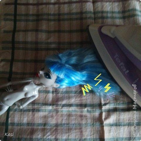 """Привет)  Недавно, перебирая своих старых кукол наткнулась на свою самую любимую и самую первую куколку Гуляшку из серии Ночная жизнь.  Заиграная, пыльная она """"живёт"""" у меня с конца 2013 (или с начала 14) года.  Срок немаленький, поетому волосы (да и сама кукла) давно перестали выглядеть презентабельно.  Роясь на форумах колекционеров барби и мх, нашла несколько способов восстановления волос, и выбрала наиболее доступные, простые и эффективные для меня и для Вас. Вот и об этом будет мой сегодняшний блог)   фото 8"""
