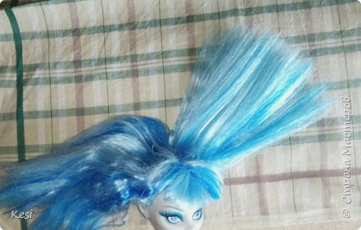 """Привет)  Недавно, перебирая своих старых кукол наткнулась на свою самую любимую и самую первую куколку Гуляшку из серии Ночная жизнь.  Заиграная, пыльная она """"живёт"""" у меня с конца 2013 (или с начала 14) года.  Срок немаленький, поетому волосы (да и сама кукла) давно перестали выглядеть презентабельно.  Роясь на форумах колекционеров барби и мх, нашла несколько способов восстановления волос, и выбрала наиболее доступные, простые и эффективные для меня и для Вас. Вот и об этом будет мой сегодняшний блог)   фото 10"""