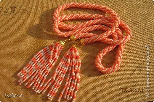 заинтересовала эта техника, вязание жгутов. первый лариат, из чешского бисера 8. Связался быстро и весело. фото 1