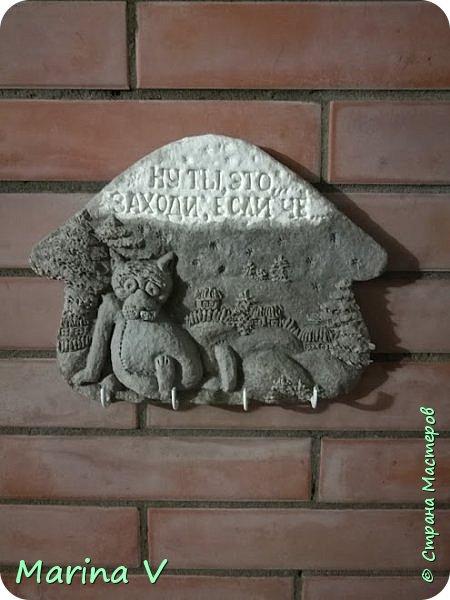 """Всем привет! Сегодня я с ключницей, созданной по мотивам знаменитого мультфильма """"Жил-был пёс"""" 1982 года ). Выполнена на гипсовой отливке в технике папье-маше. Роспись акриловыми красками. Фото - до покрытия акриловым лаком. Как-то я уже делала похожую ключницу, она тут -  http://stranamasterov.ru/node/714379    ))). фото 4"""