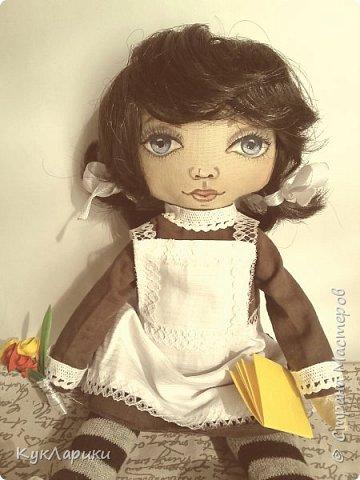Куколка Школьница.29 см.стоит сама.сидит с опорой. Куколка не игровая ,интерьерная.но вся одежда кроме нижней снимается. фото 4