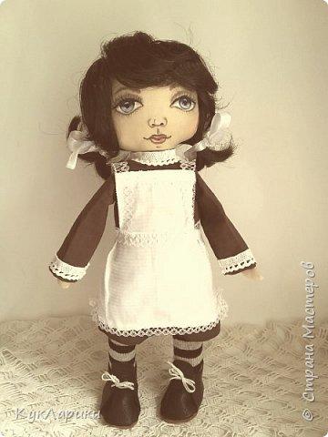 Куколка Школьница.29 см.стоит сама.сидит с опорой. Куколка не игровая ,интерьерная.но вся одежда кроме нижней снимается. фото 1