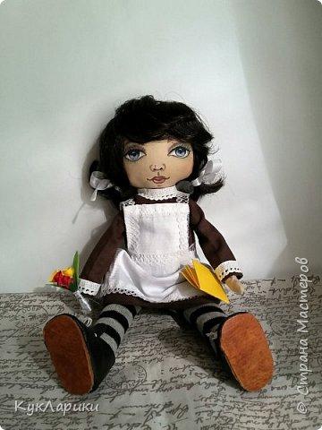 Куколка Школьница.29 см.стоит сама.сидит с опорой. Куколка не игровая ,интерьерная.но вся одежда кроме нижней снимается. фото 3