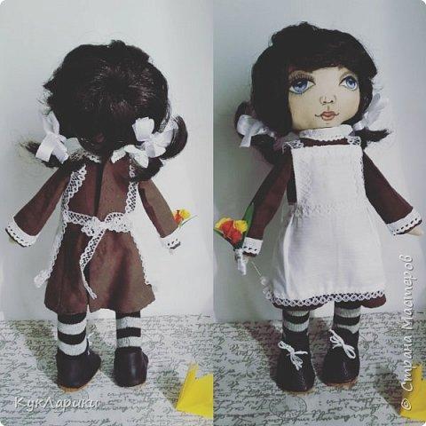 Куколка Школьница.29 см.стоит сама.сидит с опорой. Куколка не игровая ,интерьерная.но вся одежда кроме нижней снимается. фото 2