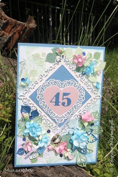 Всем здравствуйте! Вызвалась я сделать открытку на Сапфировую свадьбу, 45 лет совместной жизни. Сапфир синий камень, вот и больше сине-голубых тонов. фото 5