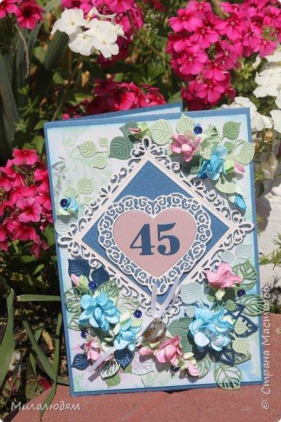 Всем здравствуйте! Вызвалась я сделать открытку на Сапфировую свадьбу, 45 лет совместной жизни. Сапфир синий камень, вот и больше сине-голубых тонов. фото 24
