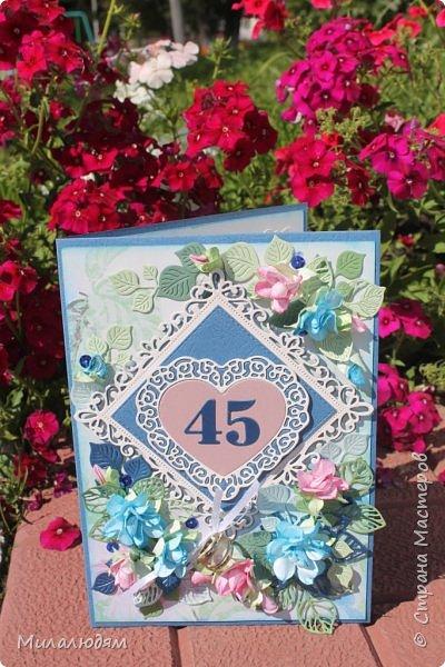 Всем здравствуйте! Вызвалась я сделать открытку на Сапфировую свадьбу, 45 лет совместной жизни. Сапфир синий камень, вот и больше сине-голубых тонов. фото 26