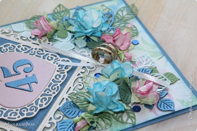 Всем здравствуйте! Вызвалась я сделать открытку на Сапфировую свадьбу, 45 лет совместной жизни. Сапфир синий камень, вот и больше сине-голубых тонов. фото 15
