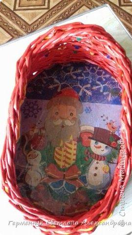 Для самого волшебного праздника -Нового года  , в  Интернете  встречаются  санки для новогодних подарков. Просмотрела много образцов , но сделала собирательный образ саночек, потому что  некоторые  элементы  плетения еще не  научилась   делать  Длина санок с полозьями 32 см ,высота- 14  см.,корзинка  22 см х 13 см фото 10