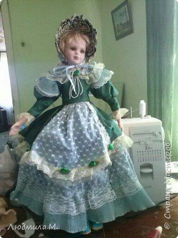 Единомышленники по творчеству, здравия вам и новых идей! Хочу показать переделку тела фарфоровой куклы, попавшей ко мне не надолго. Её хозяйка, девочка 6-ти лет, была очень огорчена оторванной правой рукой, и я взялась починить. Дела там было минут на 20, и я думала этим и ограничиться. Но когда сняла одежду с куклы, была шокирована увиденным. Тело было сделано небрежно, несоразмерно длинные ноги при несоразмерно маленьких ступнях и тонкие ручки с ладошками, явно созданными для куклы поменьше ростом. Решила всё переделать. фото 8