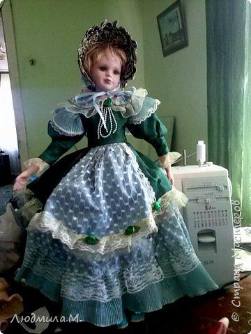 Единомышленники по творчеству, здравия вам и новых идей! Хочу показать переделку тела фарфоровой куклы, попавшей ко мне не надолго. Её хозяйка, девочка 6-ти лет, была очень огорчена оторванной правой рукой, и я взялась починить. Дела там было минут на 20, и я думала этим и ограничиться. Но когда сняла одежду с куклы, была шокирована увиденным. Тело было сделано небрежно, несоразмерно длинные ноги при несоразмерно маленьких ступнях и тонкие ручки с ладошками, явно созданными для куклы поменьше ростом. Решила всё переделать. фото 10