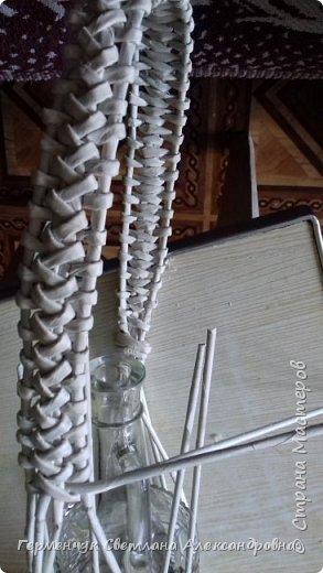 Корзинка для бутылки - как украшение стола и хороша для подарка.Плетется так,как салфетница фото 9