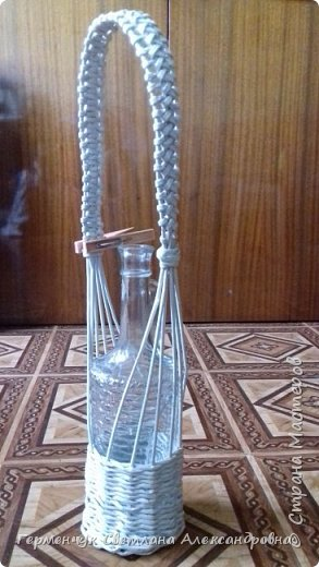 Корзинка для бутылки - как украшение стола и хороша для подарка.Плетется так,как салфетница фото 12