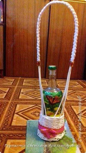 Корзинка для бутылки - как украшение стола и хороша для подарка.Плетется так,как салфетница фото 16