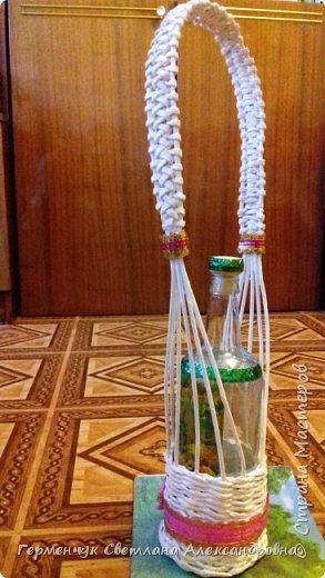 Корзинка для бутылки - как украшение стола и хороша для подарка.Плетется так,как салфетница фото 19