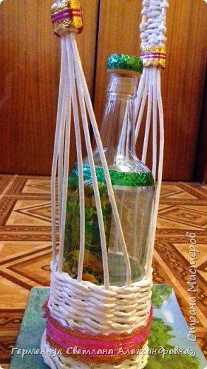 Корзинка для бутылки - как украшение стола и хороша для подарка.Плетется так,как салфетница фото 20