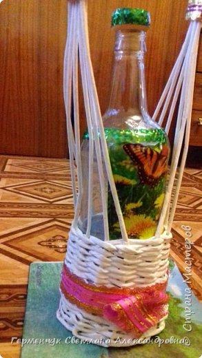 Корзинка для бутылки - как украшение стола и хороша для подарка.Плетется так,как салфетница фото 21