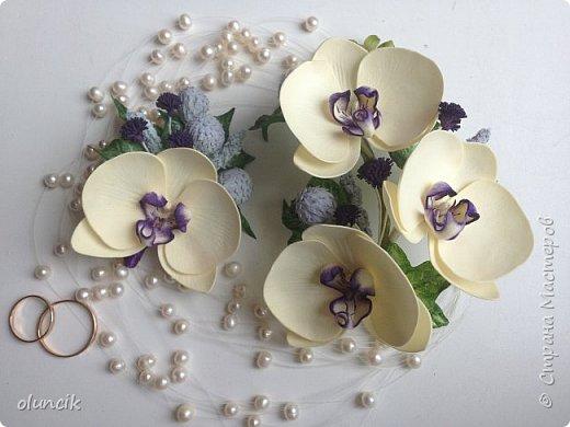 Комплект с цветами Орхидея Фалеонопсис, ягодками Брунии и цветочками Гипсофилы. Вот такая сиреневая мечта была у девушки Елены.  фото 1