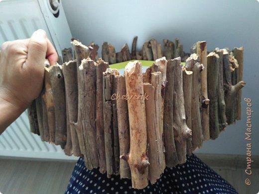 Всё просто: обувная коробка и веточки из лесу. И получается интерьерная вещица в натуральном непртчесанном стиле. фото 3