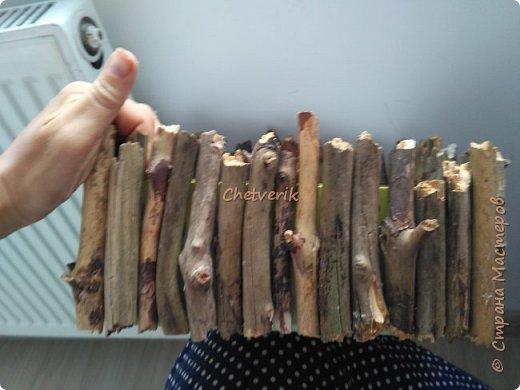 Всё просто: обувная коробка и веточки из лесу. И получается интерьерная вещица в натуральном непртчесанном стиле. фото 2