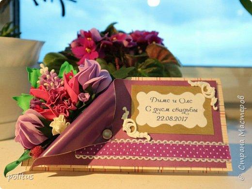 Решила сделать конвертик для денег на свадьбу друзей сама, поискала идеи в инете  и решила, что есть отличное применение цветочкам, которые не попали в ободки. фото 1