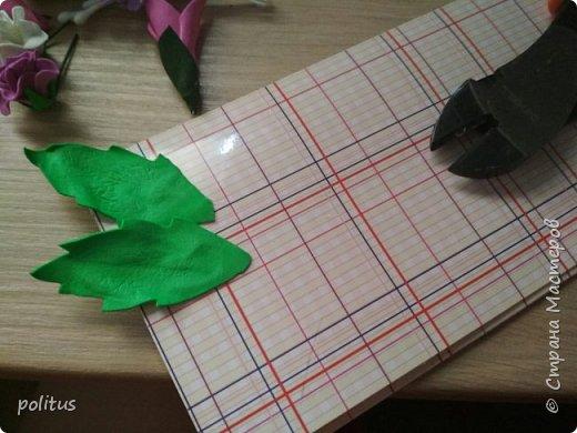 Решила сделать конвертик для денег на свадьбу друзей сама, поискала идеи в инете  и решила, что есть отличное применение цветочкам, которые не попали в ободки. фото 3