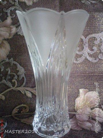 """Ваза """"ТЮЛЬПАН"""" с матовым рисунком! Высота вазы 23.8см  Ваза очень красивая и украсит любой стол! Рисунок очень нежный на ощупь! Выполнен матирующей пастой White Velvet. Отличный подарок по любому случаю!  Выполняю так же матовые рисунки на других стекло изделиях,зеркале. Пишите в личку, задавайте вопросы! фото 3"""