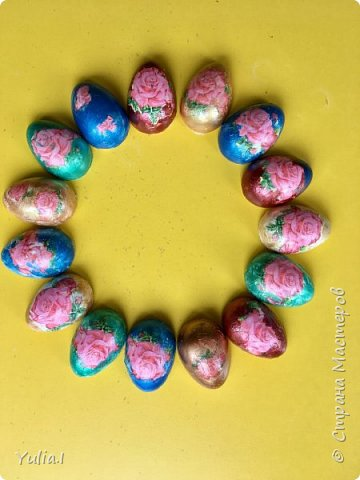 """Яйцо-магнит, сувениры сделанные детьми на Пасху в технике """"декупаж"""". (повторюшки)"""