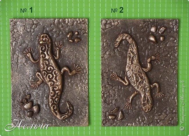 """У меня есть панно  """"Ящерица""""  http://stranamasterov.ru/node/1087306  , вот решила сделать похожие карточки. Ящерки из солёного теста, маленькие камешки - настоящие, покраска под бронзу. Тело ящериц придавила пуговицами, глазки - маленькие стразики ( почти не видно). Пальчики у ящерок из ниточки. фото 2"""