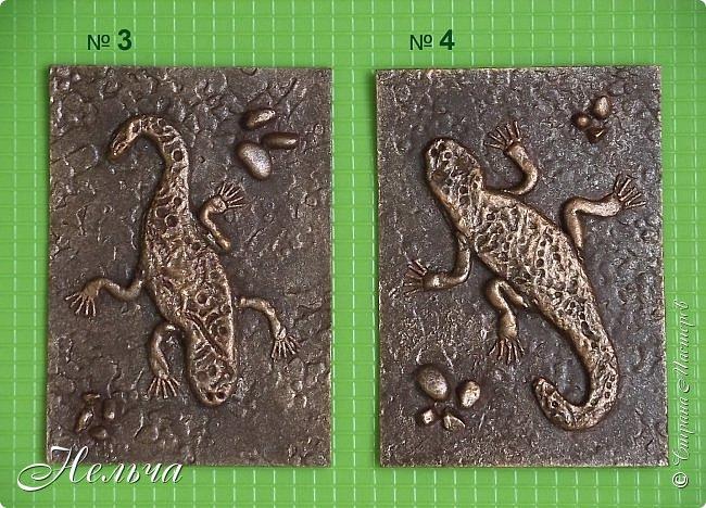 """У меня есть панно  """"Ящерица""""  http://stranamasterov.ru/node/1087306  , вот решила сделать похожие карточки. Ящерки из солёного теста, маленькие камешки - настоящие, покраска под бронзу. Тело ящериц придавила пуговицами, глазки - маленькие стразики ( почти не видно). Пальчики у ящерок из ниточки. фото 3"""