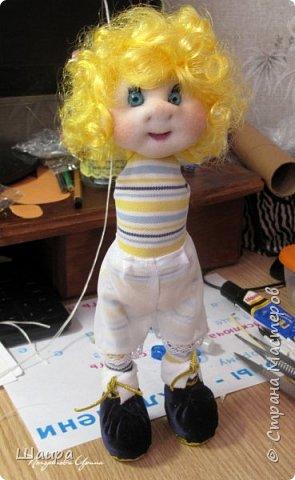 Кукла 30 см. Самостоятельно стоит, сидит, ручки и ножки подвижны на проволоке. Голова, руки из капрона, тело и ножки из ткани.  фото 5